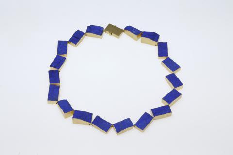 Michael Becker. Collier. 750/000 Gold, Lapislazuli. 2015. Foto: Uwe Dettmar
