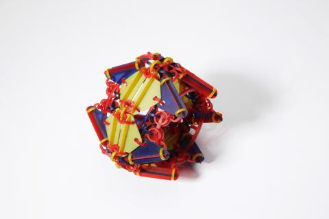 Svenja John. Armschmuck 'RUDNY'. Polycarbonat Makrolon, koloriert. 2007. Foto Alexander Zickendraht