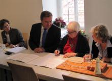 v.l.n.r.: Dr. Christianne Weber-Stöber, OB Claus Kaminsky, Ebbe Weiss-Weingart, Ulrike Heberling