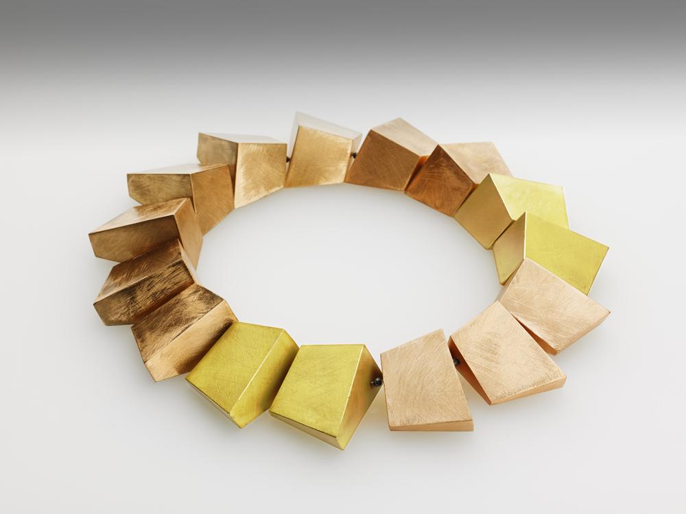 Isolde Baumhackl-Oswald, Halsschmuck, Silber, goldplattiert, Bronze, 2012