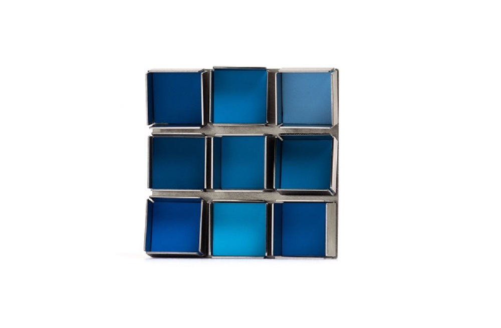 Carl Dau. Miniatur E 1. Edelstahl, Farbe. Foto Max-Photo