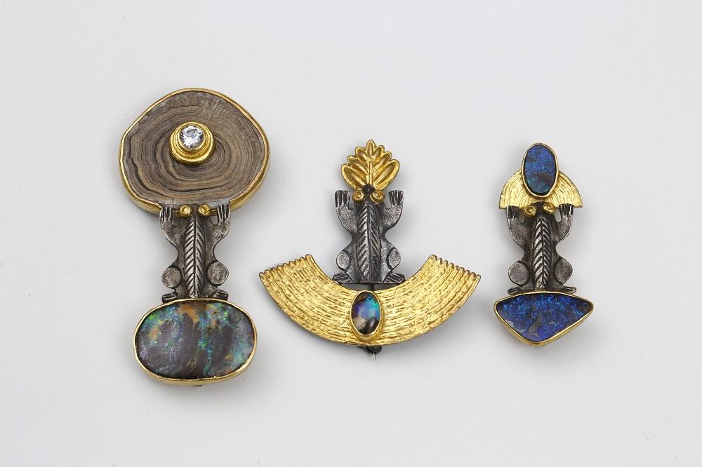 Ebbe Weiss-Weingart. Broschen. 2010-2014. Silber, Gold, Goldkoralle, Opal, Brillant.Foto: Uwe Dettmar